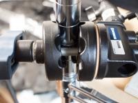 メタルラックの柱φ26mmにバインド…アカン